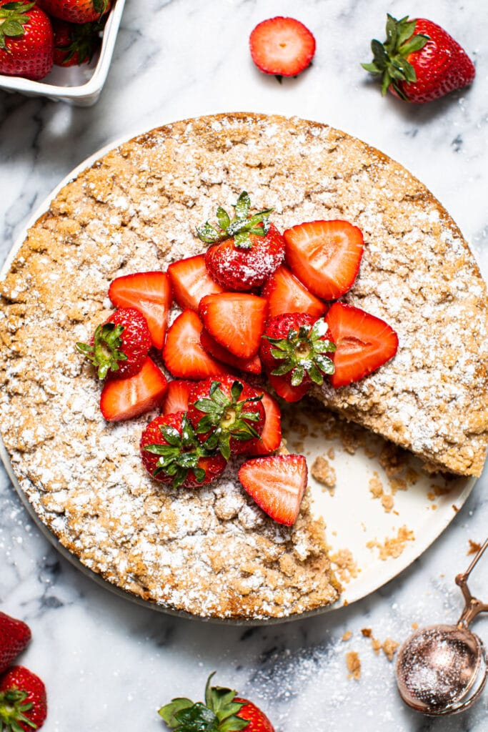 strawberry crumb cake with strawberries on top